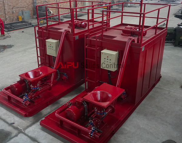 Mud tank system in solids control for well drilling