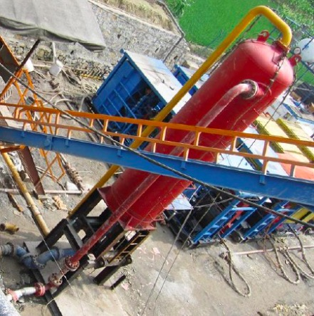 Mud gas separators for oil and gas well drilling