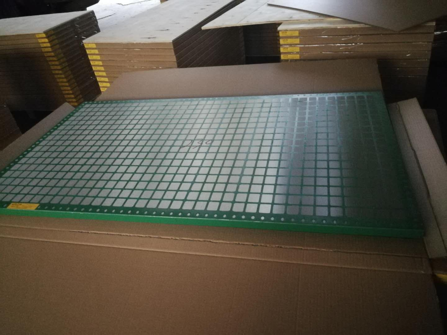 Over 500 panels shaker screen delivery