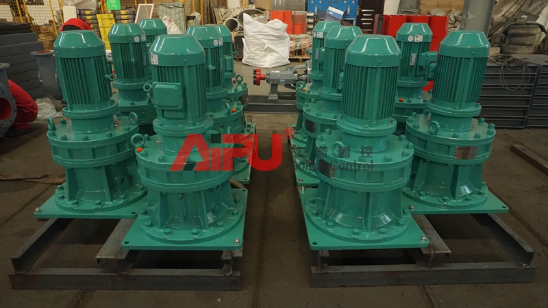 Vertical drilling mud agitators