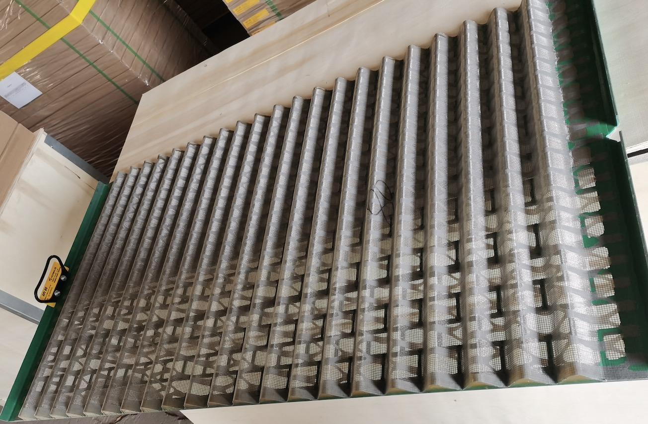 Corrugated shaker screen